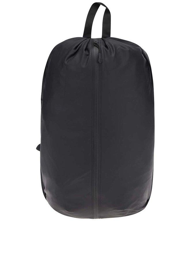 Čierny vodeodolný batoh RAINS