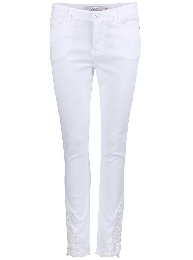 Blugi Vero Moda Seven albi cu detalii din dantelă