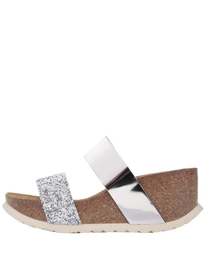 Dámské pantofle s pásky ve stříbrné barvě na platformě OJJU