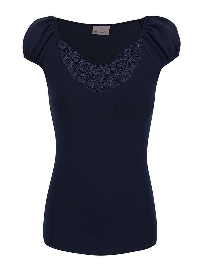 Tmavomodré tričko s čipkovaným výstrihom VERO MODA Inge