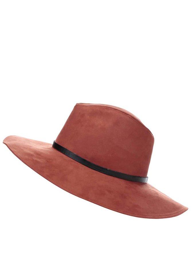 Cihlově červený klobouk v semišové úpravě Pieces Bella