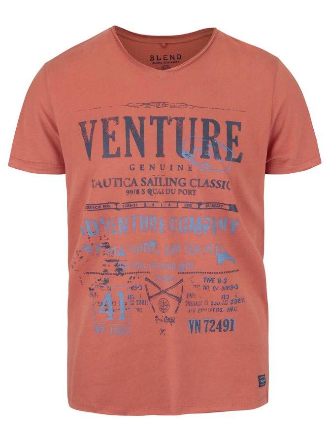 Oranžové tričko s véčkovým výstrihom a potlačou Blend