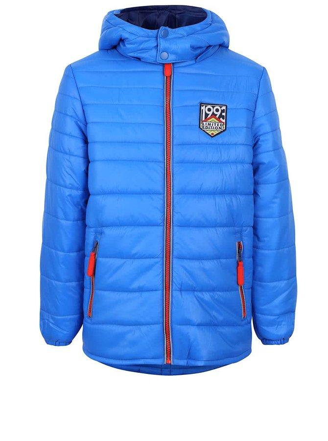 Modrá chlapčenská prešívaná bunda s oranžovým zipsom 5.10.15.