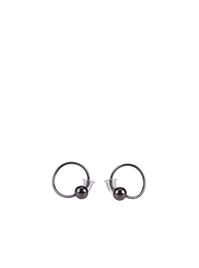 Sivé menšie kruhové náušnice s guľôčkou Pieces Pinnu