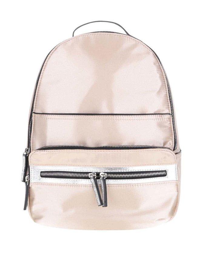 Menší batoh ve zlaté barvě s detaily ve stříbrné barvě Miss Selfridge