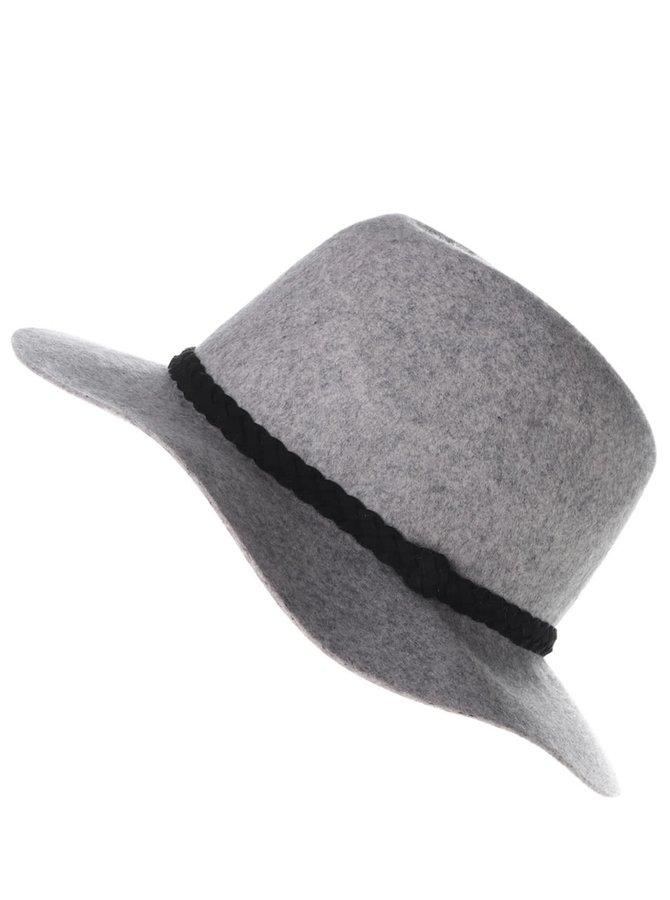 Svetlosivý klobúk s remienkom VERO MODA Dana