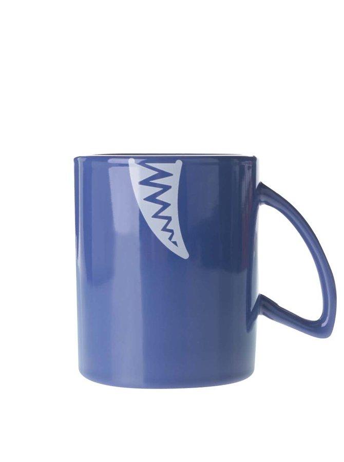 Modrý hrnček s motívom žraloka Gift Republic