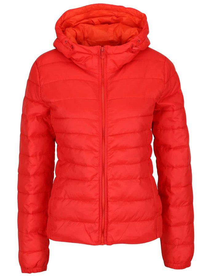 Červená prošívaná bunda s kapucí ONLY Tahoe