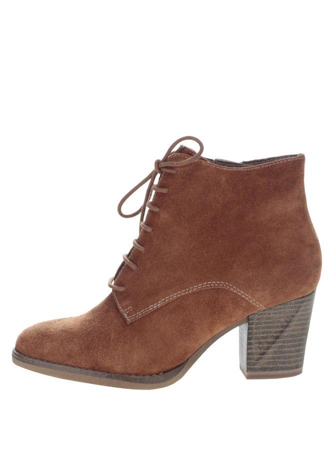 Hnedé semišové členkové topánky na podpätku Tamaris