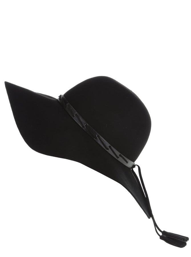 Černý klobouk se střapci Dorothy Perkins