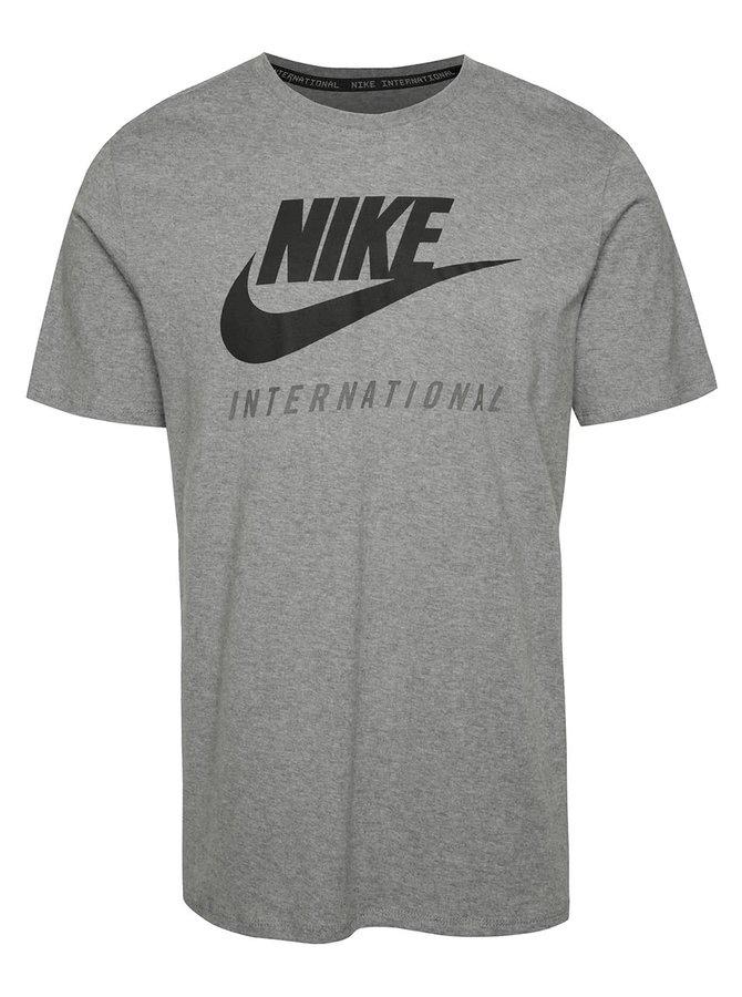 Sivé pánske tričko s nápisom Nike International