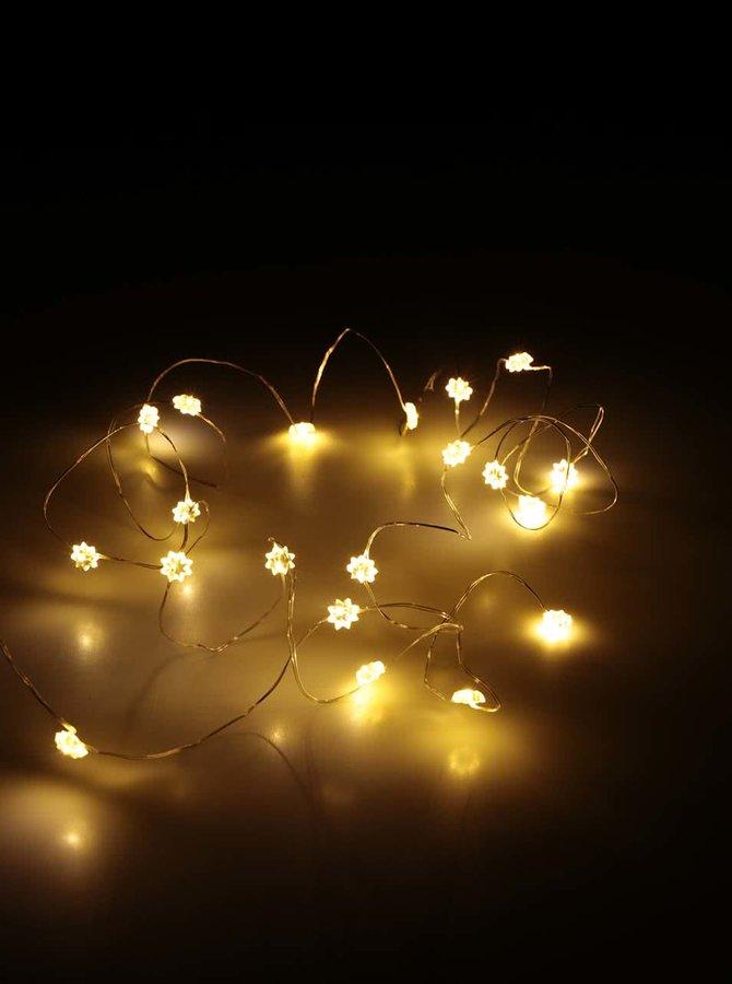 Světelná dekorace na baterky ve tvaru hvězd ve stříbrné barvě Sirius silke