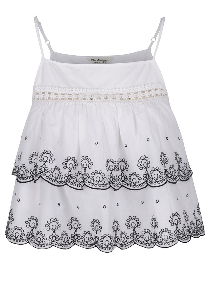 Bílý crop top s výšivkou Miss Selfridge