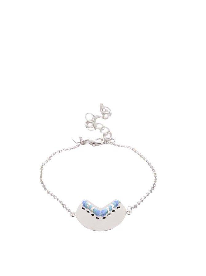 Náramek ve stříbrné barvě s modrými korálky Mariesy