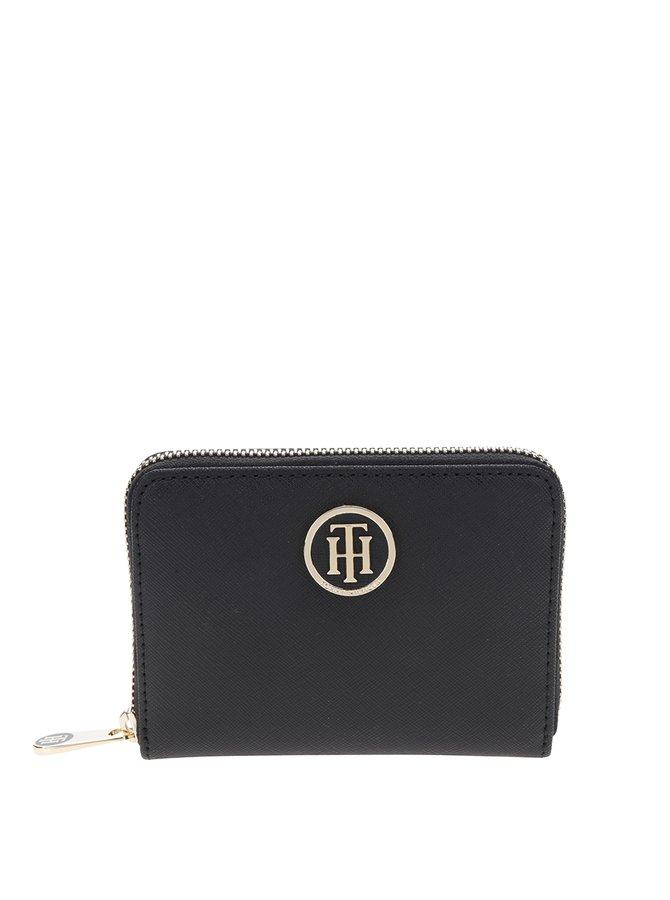 Černá dámská menší peněženka s kovovým logem Tommy Hilfiger