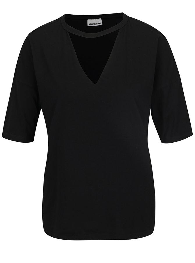 Tricou negru  Noisy May Chaos cu decupaj în V