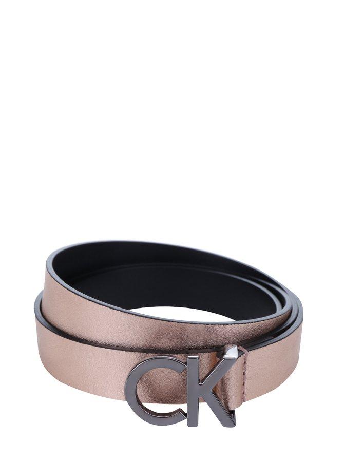 Metalický dámský tenký kožený pásek v růžovozlaté barvě Calvin Klein Skinny