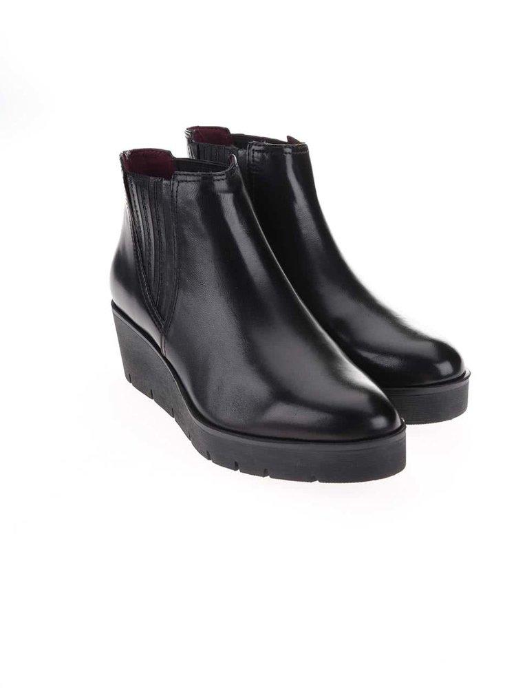 0ee06caa45 ... Čierne kožené členkové topánky na platforme Tamaris