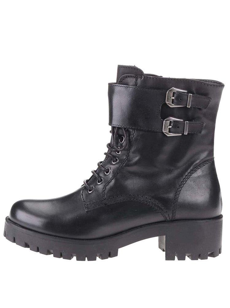 Čierne kožené členkové topánky s výraznou podrážkou Tamaris