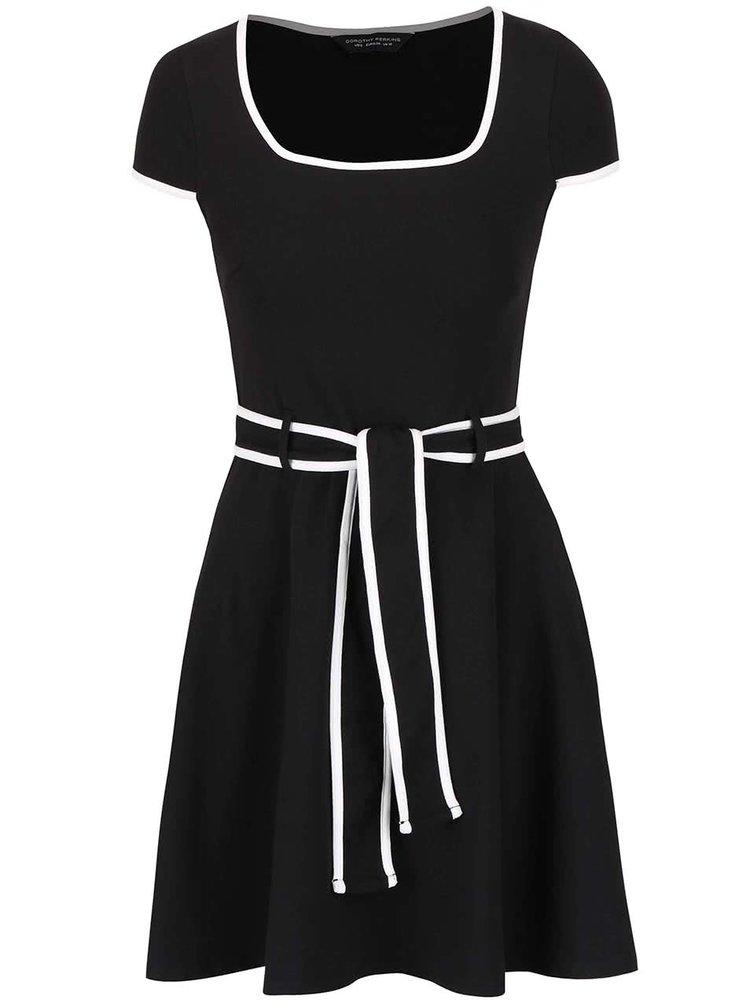 Čierne šaty s bielym lemovaním a opaskom Dorothy Perkins