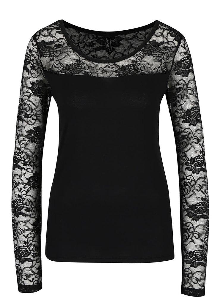 Černé tričko s krajkovaným sedlem a rukávy Madonna