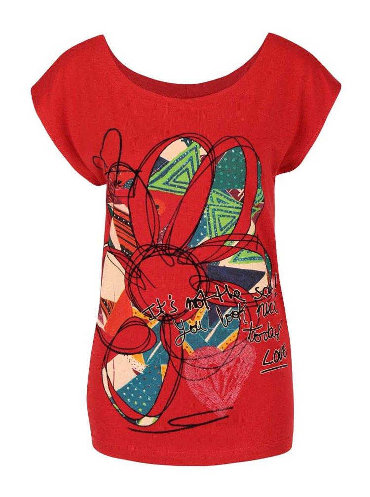 Červené tričko s kvetinou Desigual Cristina