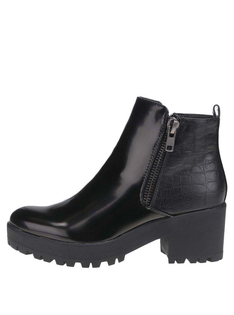 Černé lesklé kotníkové boty na podpatku Pieces Derma