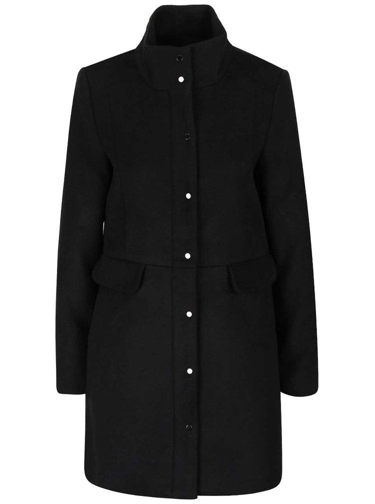 Černý kabát s límcem VERO MODA One Dope