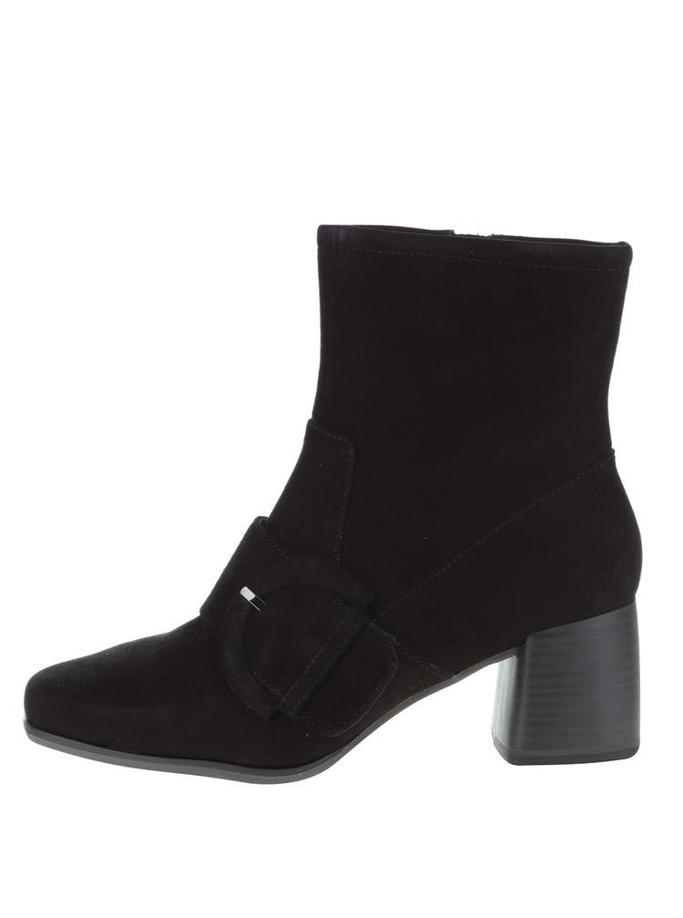 Černé semišové kotníkové boty s přezkou Tamaris