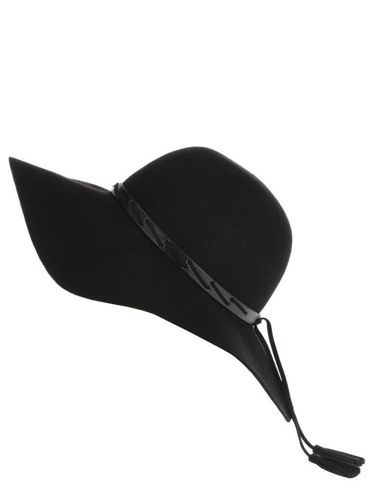 Čierny klobúk so strapcami Dorothy Perkins
