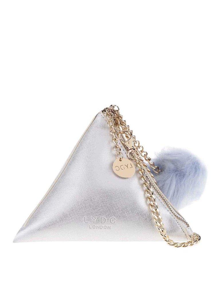 Malá kabelka trojúhelníkového tvaru ve stříbrné barvě LYDC