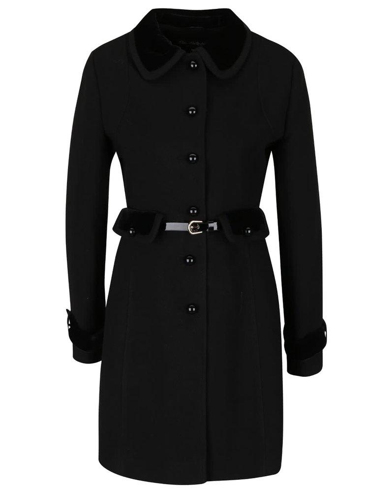 Černý kabát s páskem a sametovými detaily Miss Selfridge