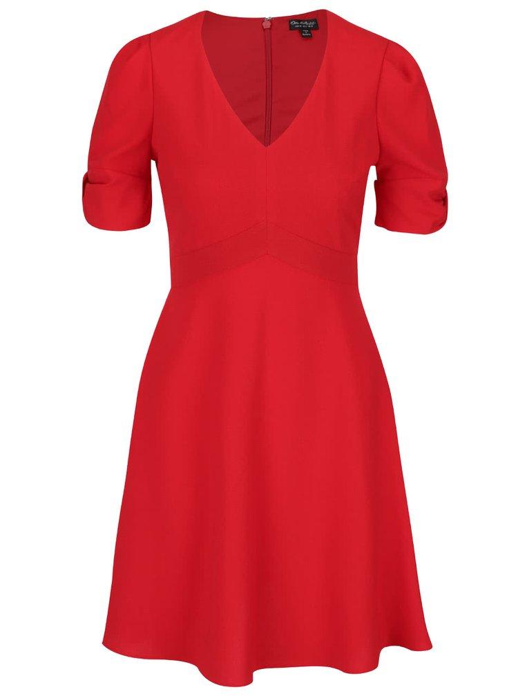 Červené šaty s nařasenými rukávy Miss Selfridge