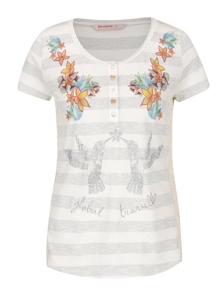 Tricou bej & gri Desigual Anoia regular fit cu model în dungi și aplicații