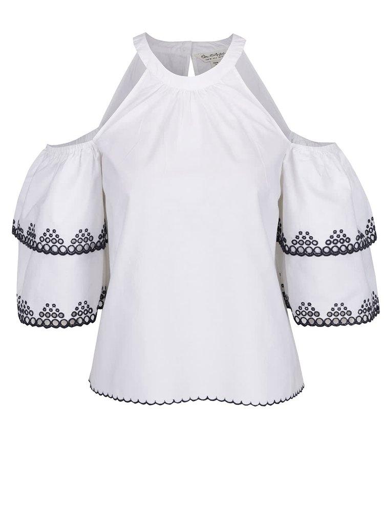 Biely top s odhalenými ramenami a so stojačikom Miss Selfridge