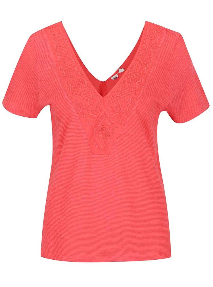 Červené tričko s vyšívaným lemem Roxy Little