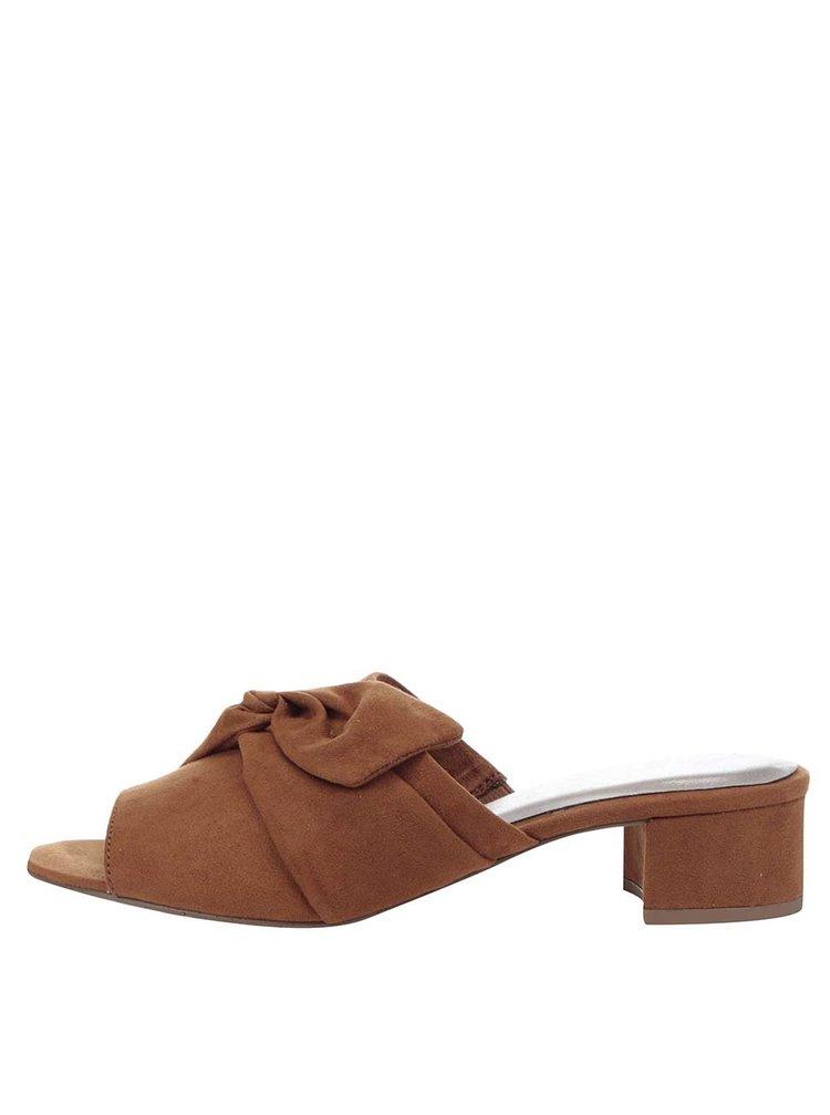 Hnědé pantofle na podpatku Tamaris