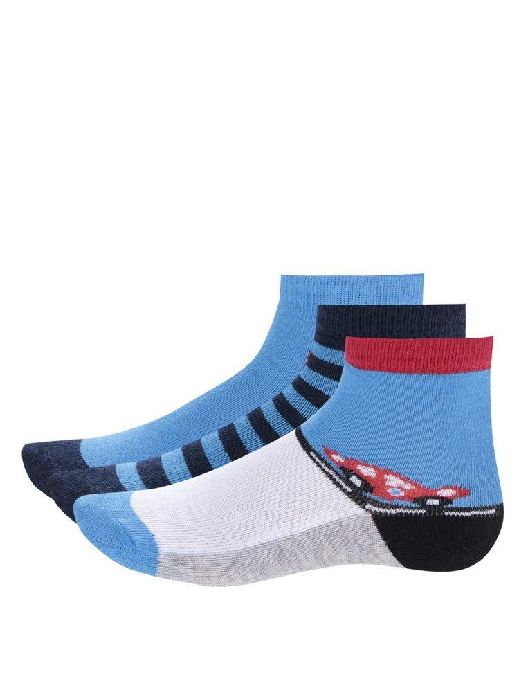 Sada tří párů červeno-modrých klučičích ponožek s pruhy a auty 5.10.15.