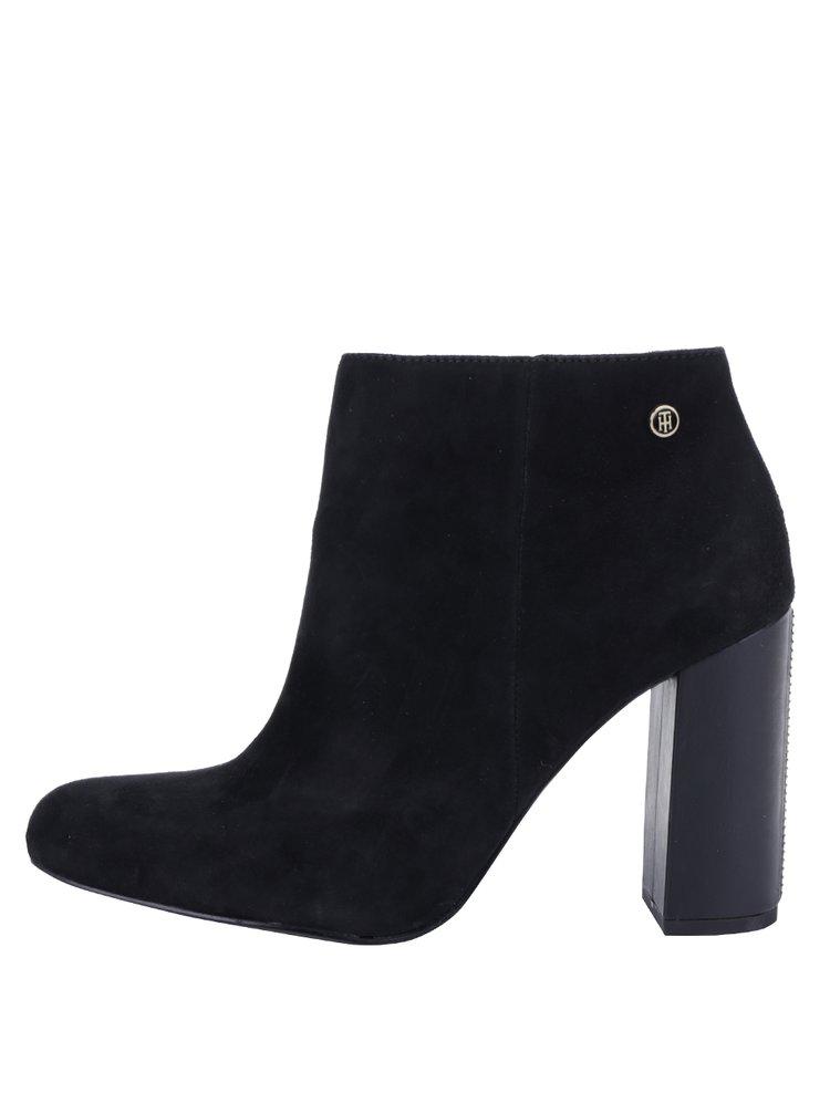 7285da3526c ... Černé dámské semišové boty na podpatku Tommy Hilfiger Shu