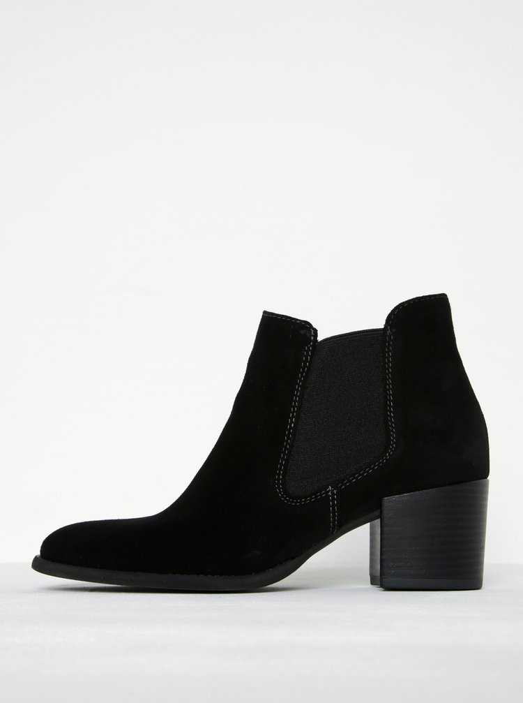 Černé semišové chelsea boty na podpatku Tamaris