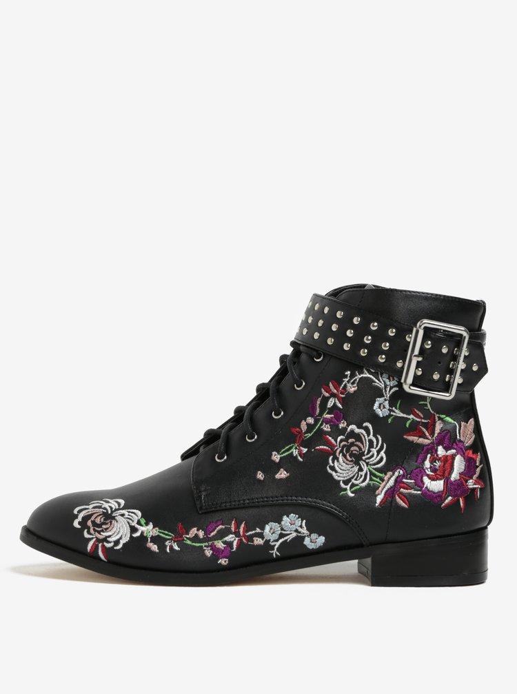 Černé kotníkové boty s výšivkou Miss Selfridge