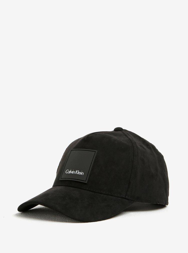 Černá dámská kšiltovka v semišové úpravě Calvin Klein Jeans