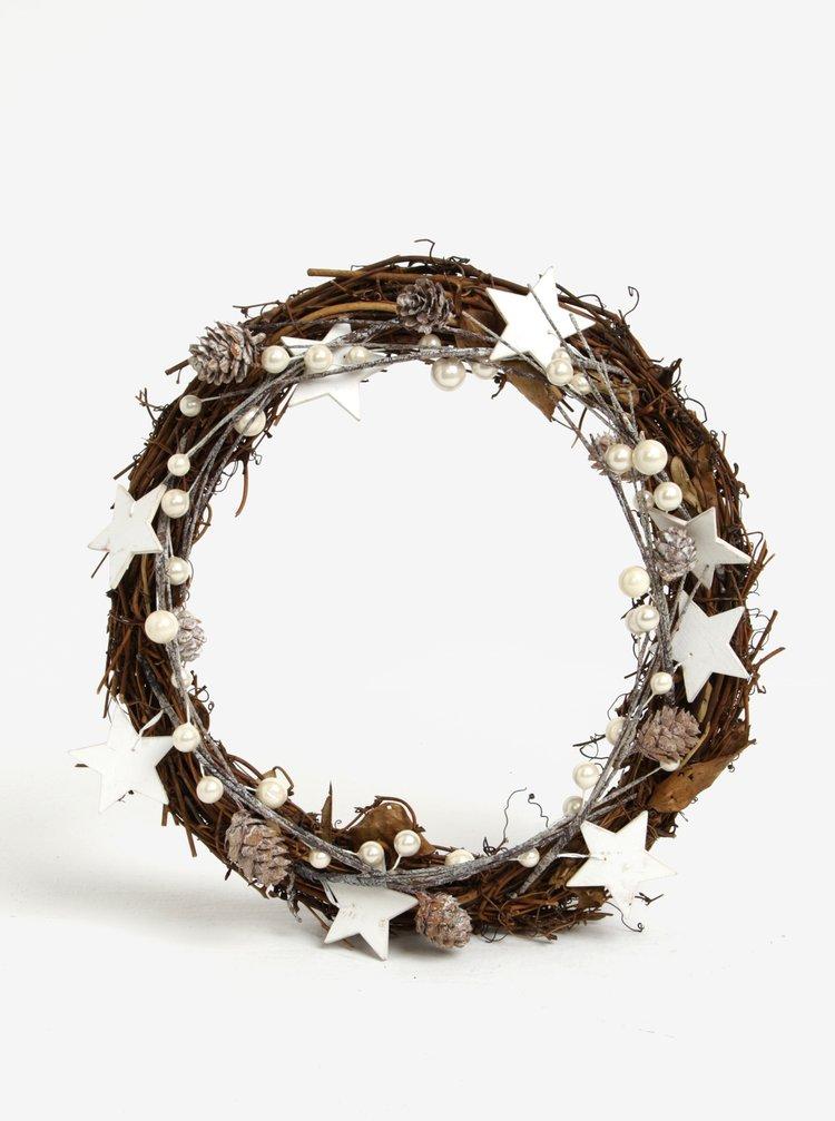 Hnědý dřevěný věnec s ozdobami v bílé barvě Sass & Belle