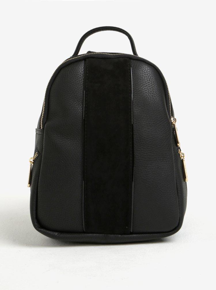 Čierny malý batoh s detailmi v zlatej farbe Bessie London