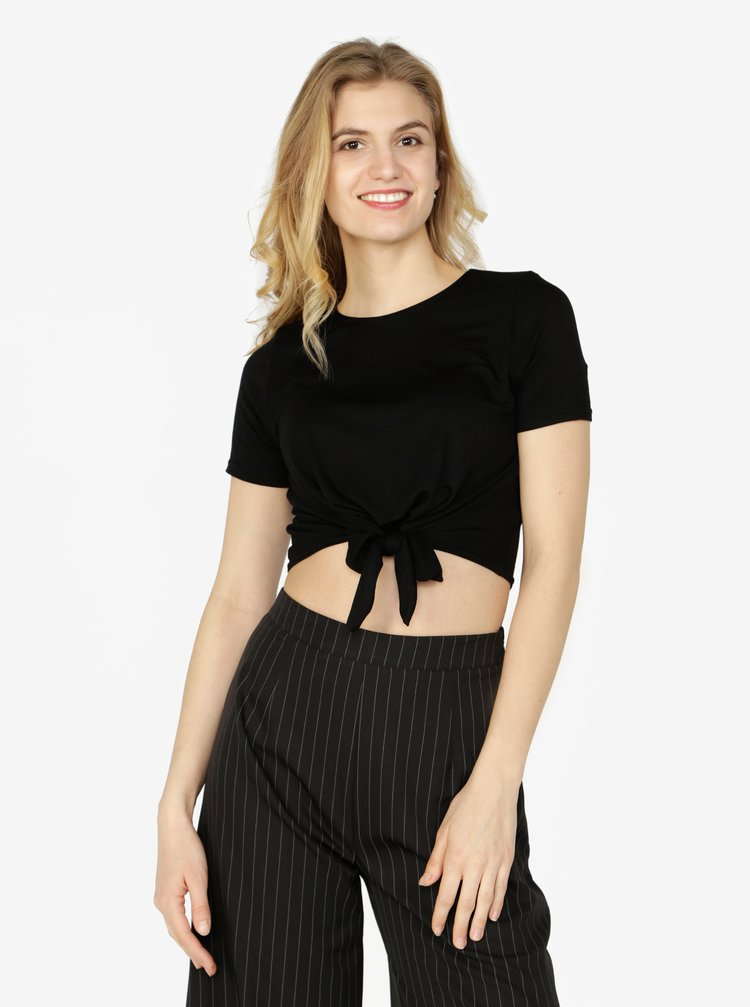 Černý crop top s uzlem Miss Selfridge