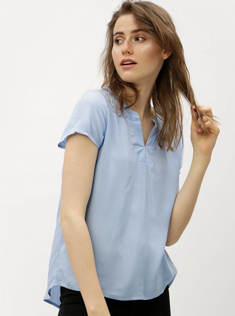 Světle modrá halenka s krajkovými zády VERO MODA Abby