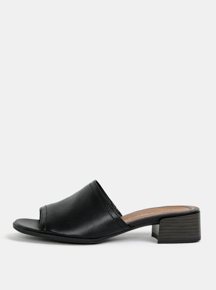 Černé kožené pantofle na podpatku Tamaris
