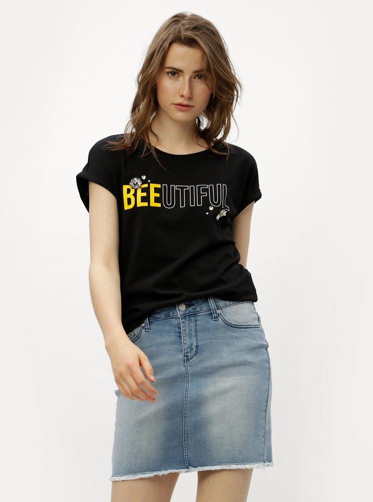 Černé tričko s potiskem a nášivkami ONLY Minna