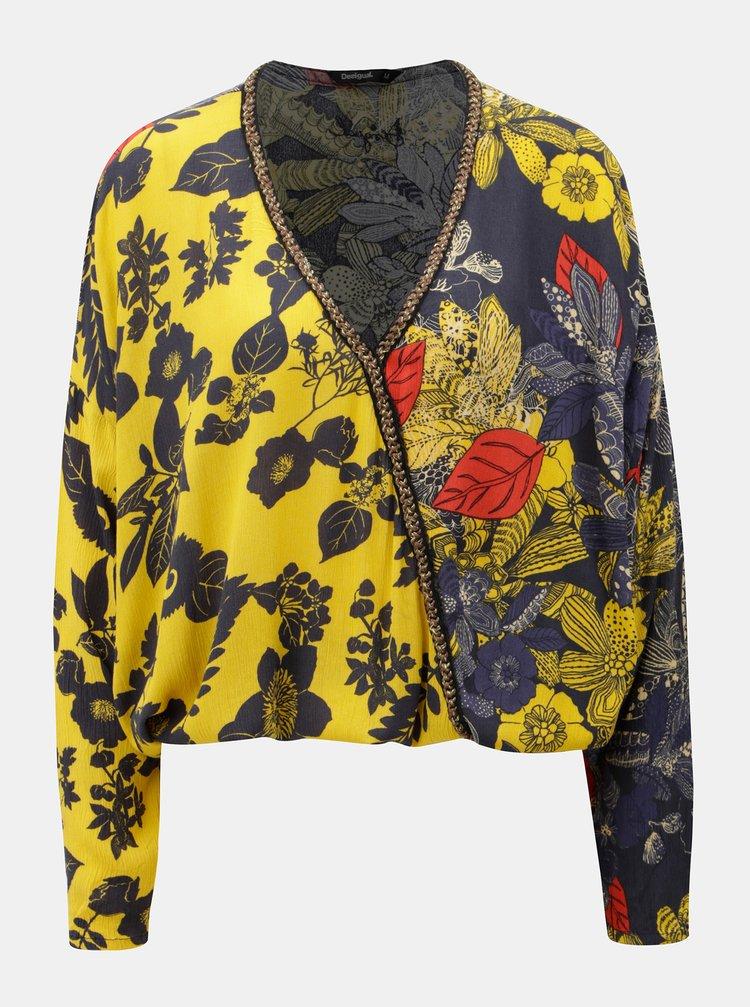 86cfe4969032 Modro-žltá kvetovaná krátka voľná blúzka s 3 4 rukávom Desigual ...