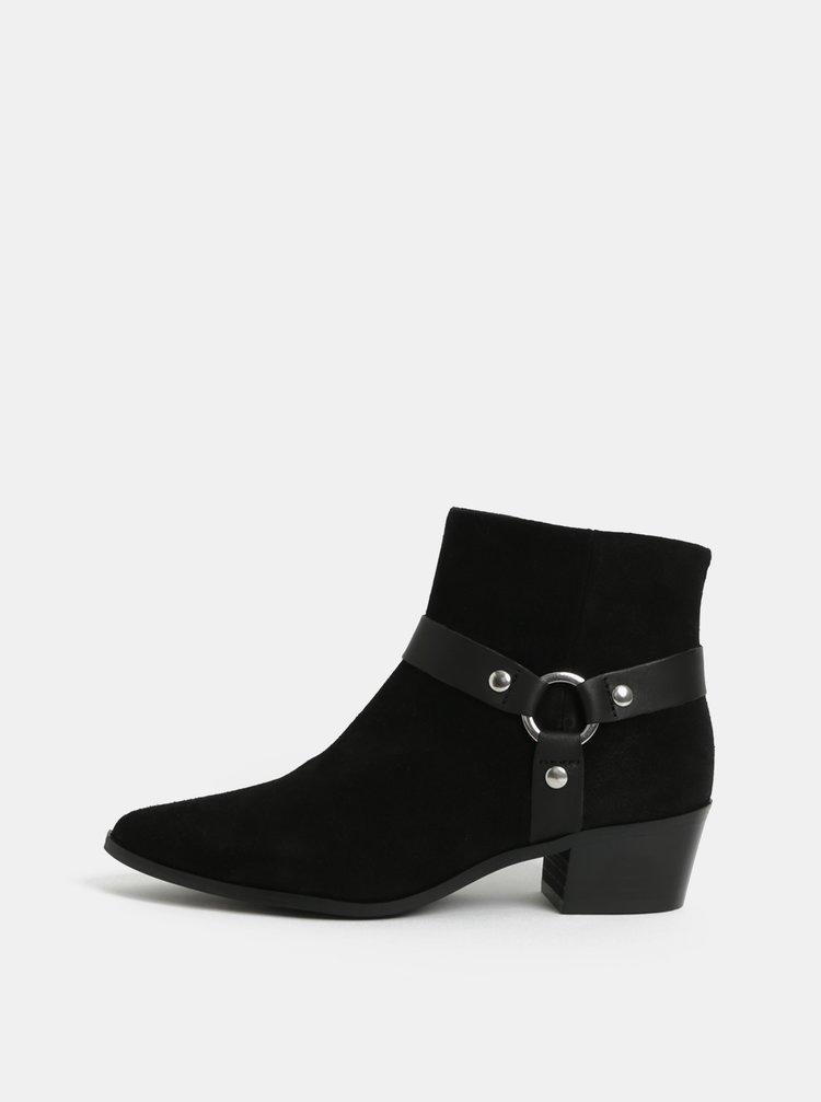 Černé semišové kotníkové boty na podpatku Pieces